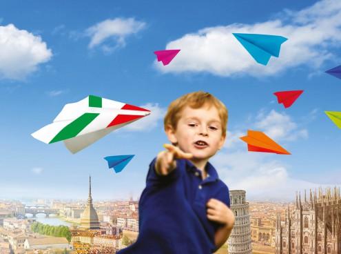 L'Italia prende il volo: gara di aeroplanini di carta